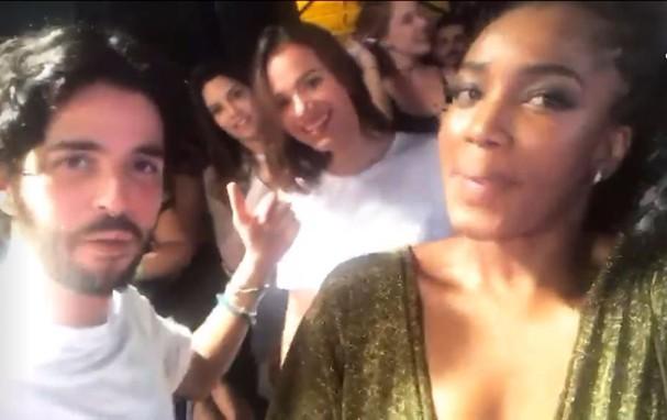 André Nicolau, Bruna Marquezine e Iza (Foto: Reprodução/Instagram)