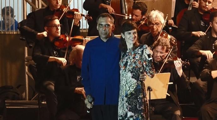 Arnaldo Antunes e Mariana Aydar se juntam à Orquestra Sinfônica Arte Viva para mesclar a música erudita com a popular (Foto: reprodução EPTV)