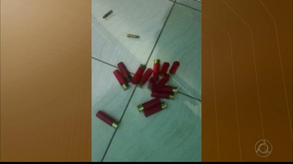 Bandidos fazem reféns e atacam agência bancária em Cuité, na Paraíba (Foto: Reprodução / TV Paraíba)