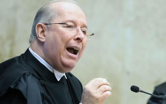 O ministro do Supremo Tribunal Federal, Celso de Mello, discursa durante posse de Cármen Lúcia como presidente da Corte (Foto:  André Coelho/Agência O Globo)