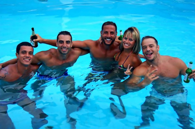 Tathy Rio curte piscina na casa de Rogério Padovan (Foto:  Pablo Amora Assessoria de Imprensa)