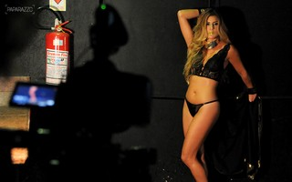 Making of - Miss Cady posa para o Paparazzo (Foto: Claudia Dantas / Cia da Foto)