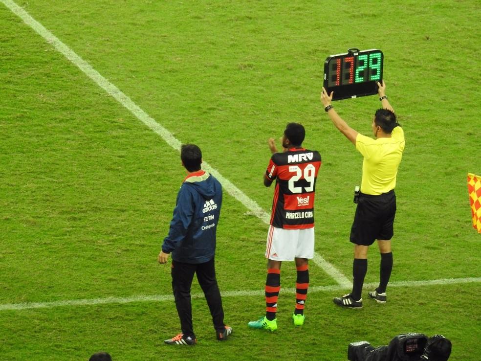 Marcelo Cirino foi muito aplaudido quando entrou no lugar de Gabriel (Foto: Fred Gomes/GloboEsporte.com)