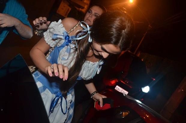 Bruna Marquezine deixa aniversário de Thiaguinho em São Paulo (Foto: Thiago Duran e Caio Duran/ Ag. News)