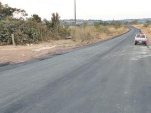 Trecho de asfalto da estrada do Pica-pau em Bom Despacho (Foto: Prefeitura de Bom Despacho/ Divulgação)