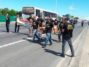 Agentes penitenciários fazem manifestação na Av. Paralela, em Salvador, Bahia (Foto: Reivon Pimentel/ Arquivo Pessoal)
