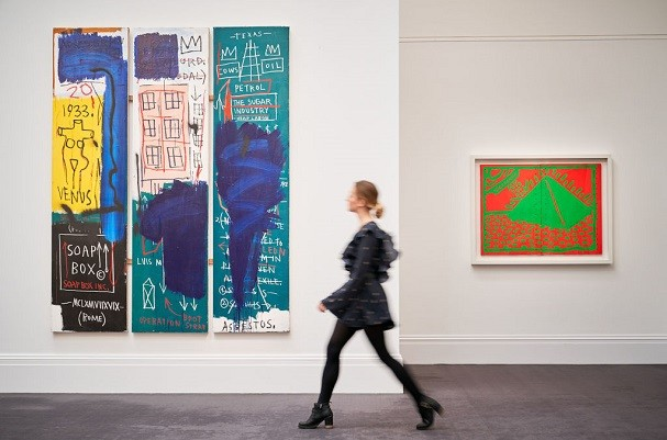 LONDON, ENGLAND - JUNE 23: Jean-Michel Basquiat's Untitled painting (left) from 1983 (estimated £4-6 million) goes on view at Sotheby's on June 23, 2017 in London, England.  (Photo by Michael Bowles/Getty Images for Sotheby's) (Foto: Divulgação)