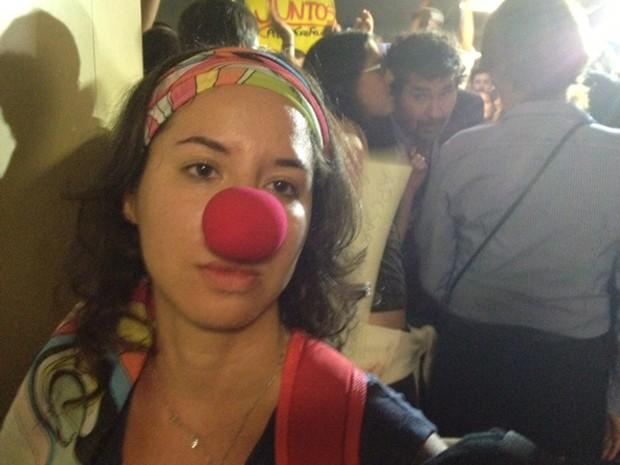 A psicóloga Luíza Costa, que reclamou ter sido levada à força pelos seguranças para longe da Comissão de Direitos Humanos (Foto: Fabiano Costa / G1)