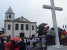 Sob chuva, fogo simbólico é recebido com festa no bairro de Pirajá; FOTOS