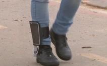 Estudante do Ensino Médio cria palmilha de tênis que carrega celular