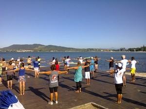 As aulas são realizadas na Praia do Centro (Foto: Divulgação / Prefeitura)
