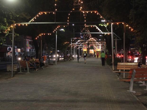 No passeio da Avenida Frei Serafim, foi montado túneis luminosos (Foto: Ellyo Teixeira/G1)