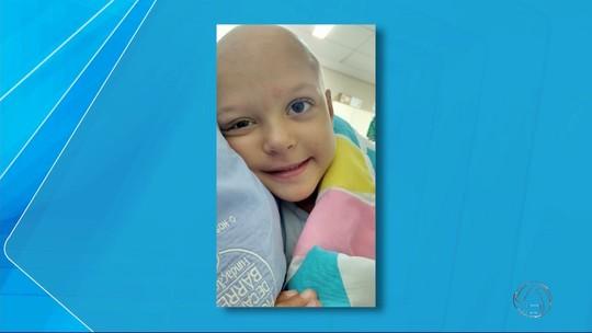 Cidade de MS se mobiliza para ajudar a pagar tratamento de criança que enfrenta câncer raro