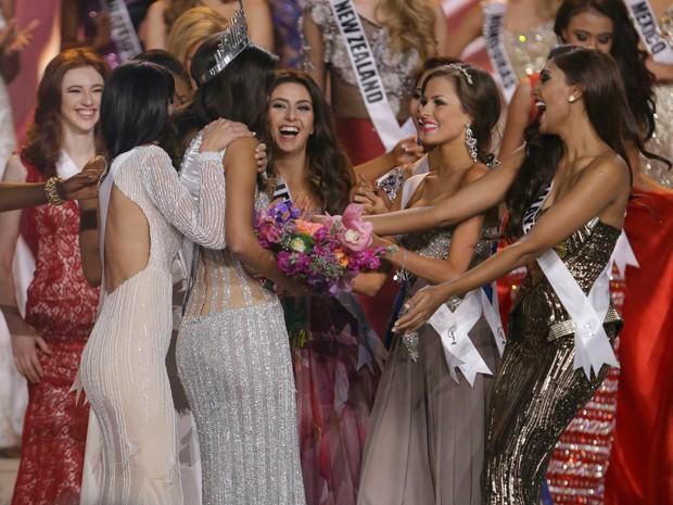 Candidatas comemoram título da Miss Colômbia (Foto: AP Photo/Wilfredo Lee)