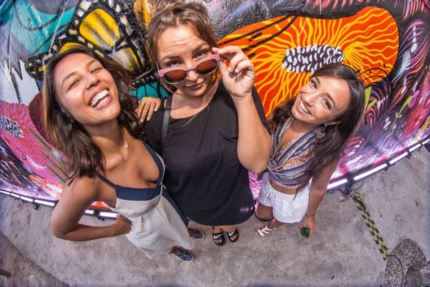 Yanna Lavigne com amigas (Foto: Reprodução / Facebook)