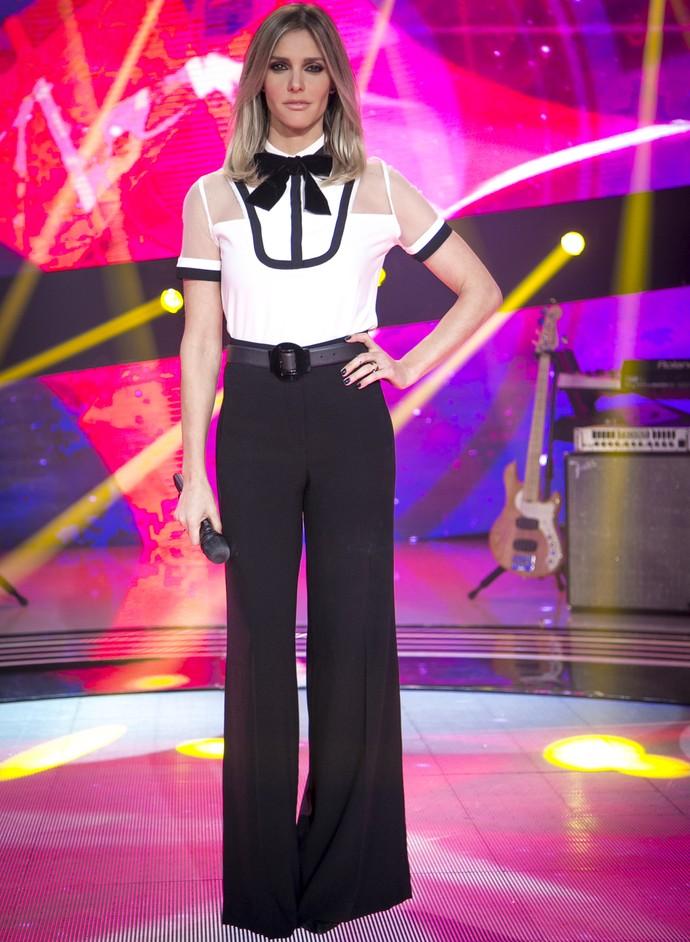Fernanda Lima posa com look preto e branco no SuperStar  (Foto: Isabella Pinheiro)