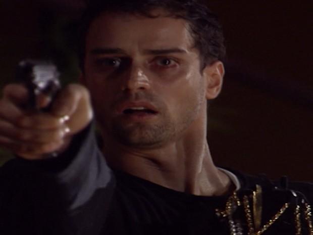 Guilherme dá um tiro em Leila