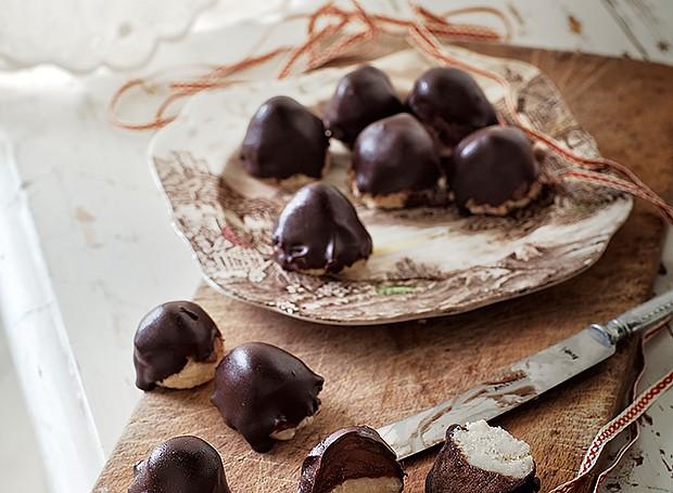 Pralinés com chocolate e marzipã (Foto: Ulrika Ekblom/ StockFood)