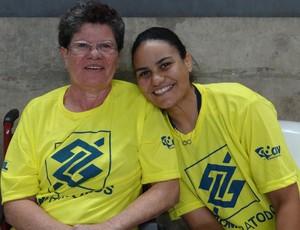 Brasil x Holanda Desafio Internancional AL / Dona Esmeralda e filha Moanna  (Foto: Viviane Leão/GLOBOESPORTE.COM)
