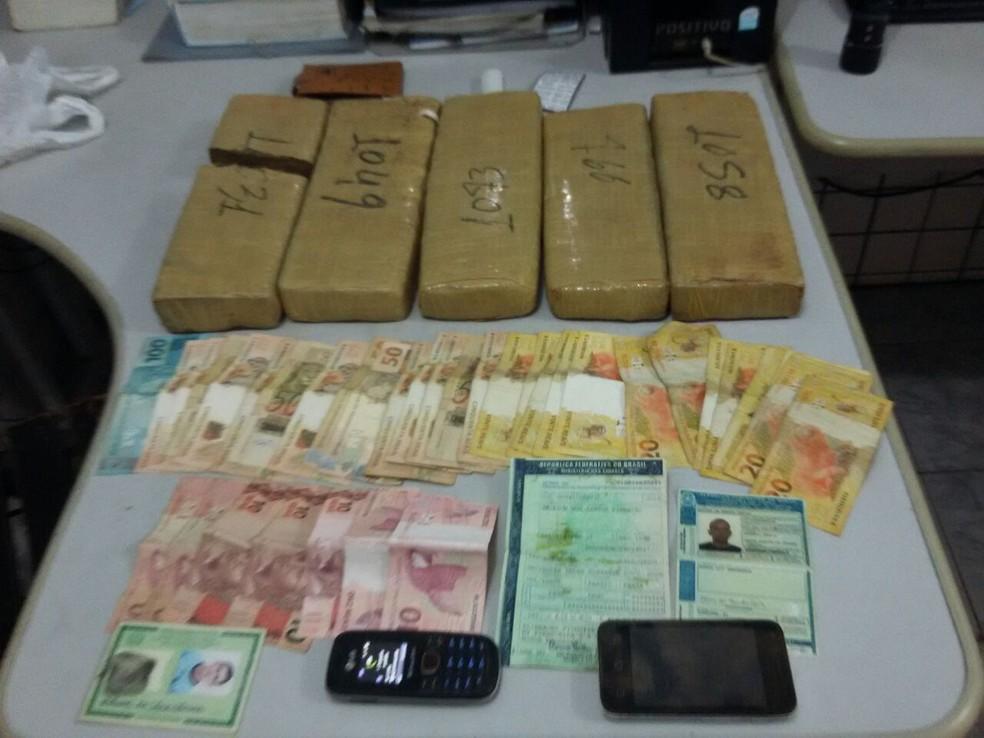 Os materiais encontrados foram apreendidos (Foto: Divulgação/Polícia Militar Rodoviária)