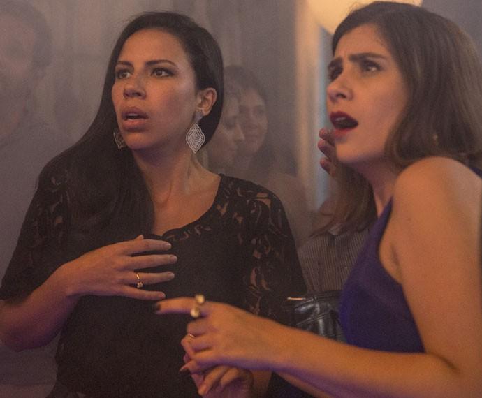 Urbana vê o noivo transformado em Juneca Purpurina e fica boquiaberta (Foto: Felipe Monteiro/Gshow)