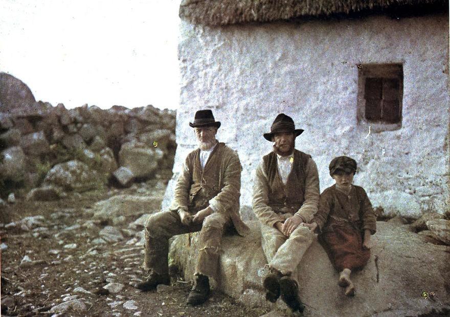 Pescadores irlandeses posam para foto em 1913 (FOTO: REPRODUÇÃO)