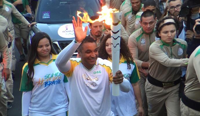 Técnico Roger no Tour da Tocha Olímpica em Porto Alegre (Foto: Pedro Verissimo)