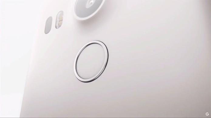 Nexus 5X traz leitor biométrico na parte traseira (Reprodução/Google)