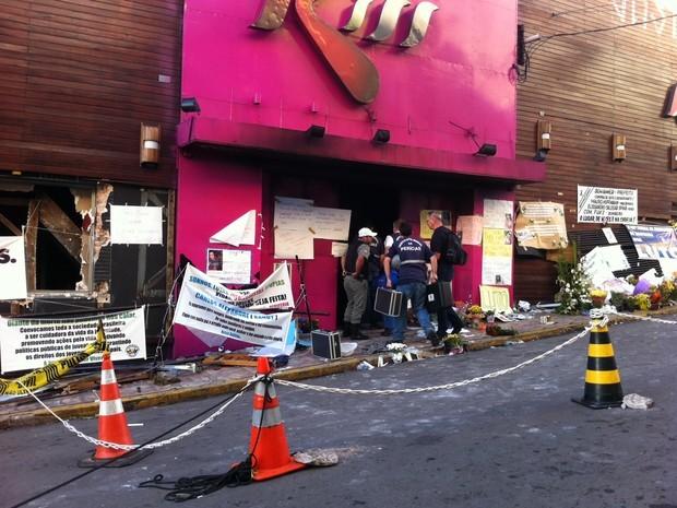 Peritos voltam ao prédio da boate Kiss, em Santa Maria (Foto: Felipe Truda/G1)