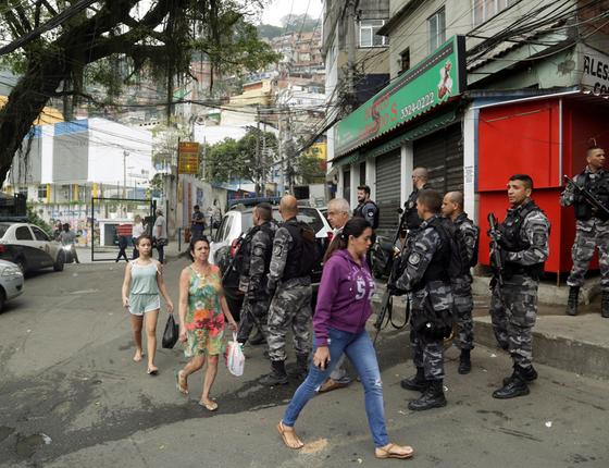 Operação na Rocinha RJ (Foto:  Fábio Guimarães / Extra / Agencia O Globo)