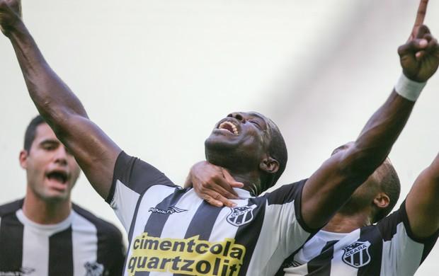 Ceará vence assume liderança da Série B (Foto: Kléber Gonçalves/Agência Diário)
