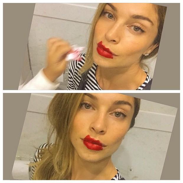 Grazi Massafera é maquiada pela filha (Foto: Reprodução/Instagram)