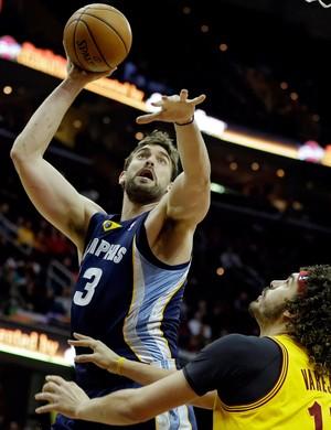 basquete nba anderson varejao cavaliers marc Gasol Grizzilies (Foto: Agência AP)