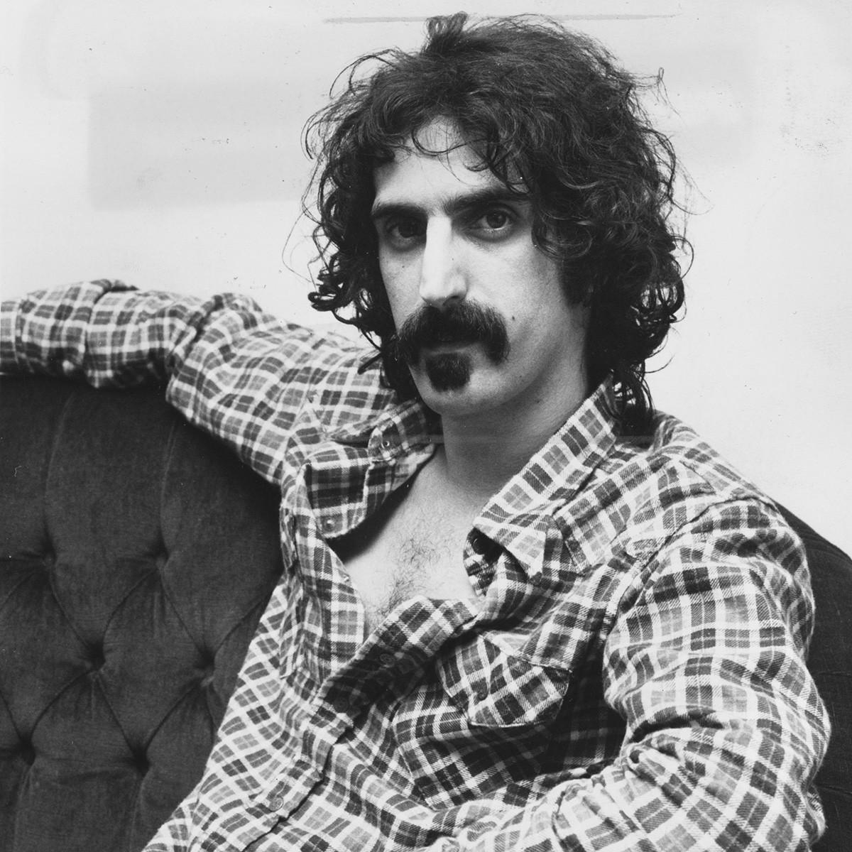 Frank Zappa foi pra lá de alternativo na carreira e na escolha dos nomes dos filhos: Dweezil, Moon (Lua), Ahmet e Diva (Foto: Getty Images)