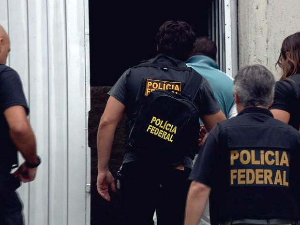 Polícia Federal investiga quadrilha suspeita de fraudar cheques e documentos (Foto: Reprodução EPTV)