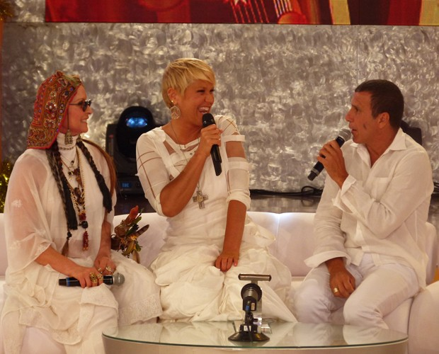 Xuxa entre a quiróloga Regina e o ator Eri Johnson (Foto: TV Xuxa / TV Globo)