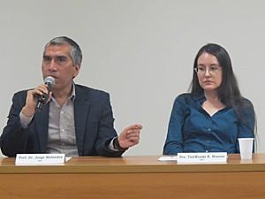 Os autores Jorge Meléndez e TalaWanda Monroe, da USP (Foto: Luna D'Alama/G1)