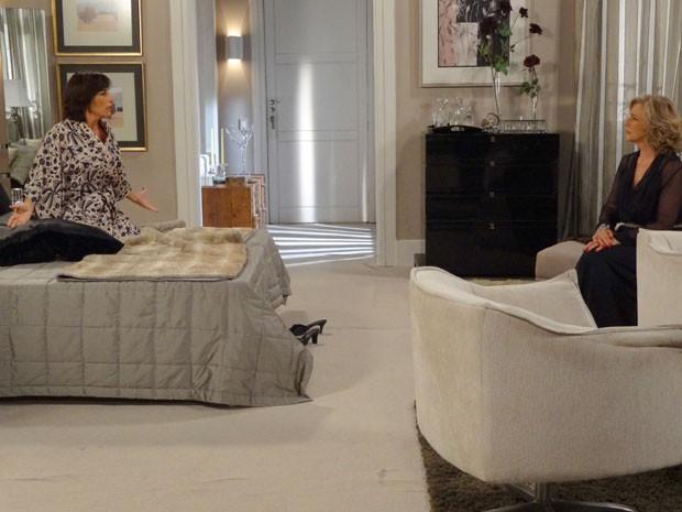 Roberta solta o verbo e desabafa com Charlô (Foto: Guerra dos Sexos / TV Globo)