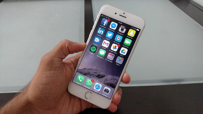 Nenhum iPhone conta com entrada para cartão de memória (Foto: Lucas Mendes/TechTudo)