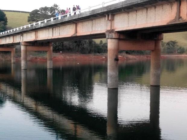 Jovem teria se afogado no Rio Verde em Palmeiral, distrito de Botelhos (MG). (Foto: Corpo de Bombeiros)