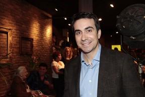 Padre Fábio de Melo na estreia de Marília Pera, no teatro (Foto: Isac Luz/EGO)