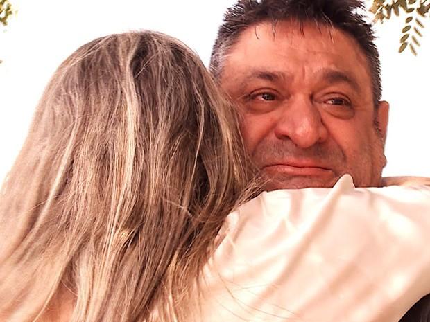 Pai e filha se encontram após 20 anos (Foto: Caldeirão do Huck/TV Globo)