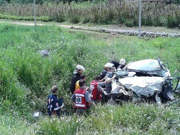 Acidente ocorreu no Norte de SC (Foto: Bombeiros de Schroeder/Divulgação)