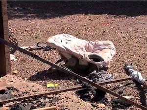 Casa foi destruída em incêndio que matou três crianças em Mato Grosso (Foto: Reprodução/TVCA)