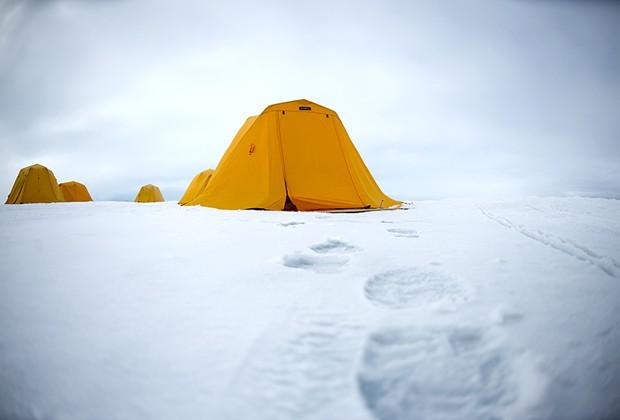 Tendas de acampamento de expedição ao Polo Norte (Foto: Divulgação/Daniel Botelho)