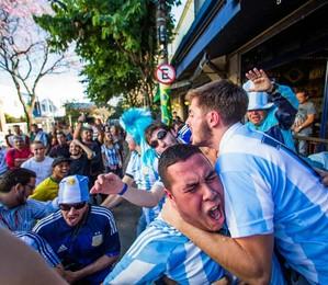 Turistas assistem a jogo da Copa do Mundo em São Paulo (Foto: Agência EFE)