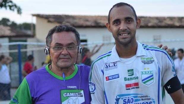 Zagueiro Romão virou ídolo de Iran Machado (Foto: Felipe Martins/GLOBOESPORTE.COM)