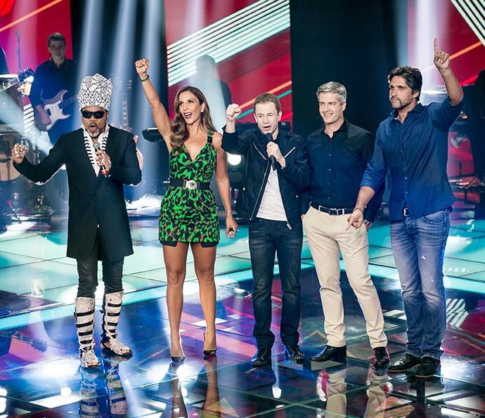 Carlinhos Brown, Ivete Sangalo, Tiago Leifert e Victor & Leo no palco do reality (Foto: Isabella Pinheiro/Gshow)