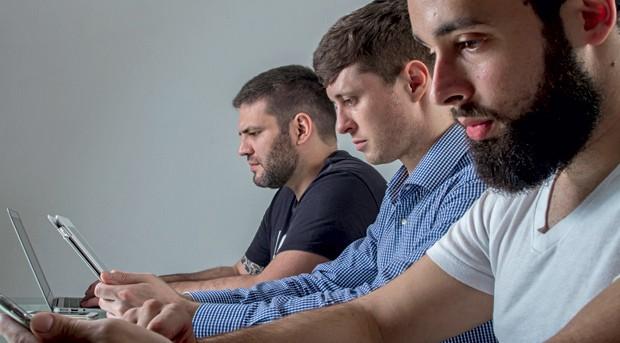 Ideias;Tecnologia;Inovação;Disputa Treacy (de camisa xadrez) e seus sócios Domingos Neto (de preto) e Rodrigo Mourad: eles desbancaram 190 rivais (Foto: Rogerio Albuquerque)
