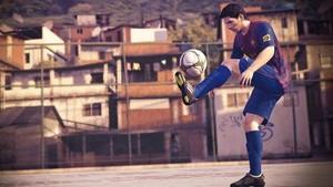 Garoto-propaganda do 'Fifa Street', Messi faz 'mágica' até em favela do RJ (Reprodução)